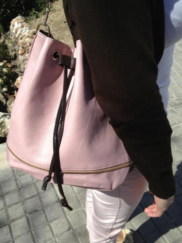 lareinadellowcost la reina del low cost blog de moda barata conjunto primavera 2013 color rosa pastel pantalones el corte ingles camiseta blanca basica chaqueta blanco tricot bolso barato para chica botoncitos.com3