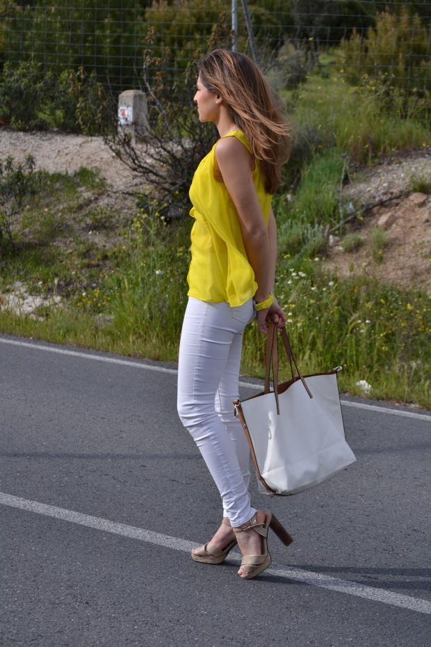 la reina del low cost blog moda barata style outfitt camiseta zara amarilla pantalones bershka blancos sandalias parfois low cost que me pongo comunion 2013 reloj guess regalos agora valencia 6