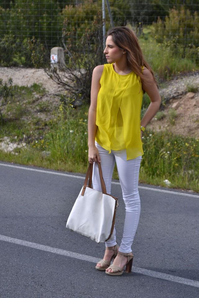 la reina del low cost blog moda barata style outfitt camiseta zara amarilla pantalones bershka blancos sandalias parfois low cost que me pongo comunion 2013 reloj guess regalos agora valencia 7