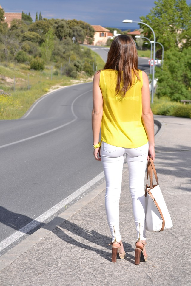 la reina del low cost blog moda barata style outfitt camiseta zara amarilla pantalones bershka blancos sandalias parfois low cost que me pongo comunion 2013 reloj guess regalos agora valencia 8