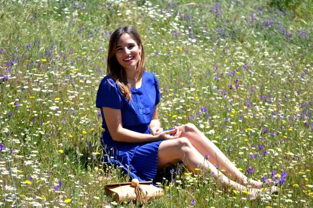 la reina del low cost blog de moda blogger alicante madrid style outfit comunion graduaciones 2013 mar de colors vestido azul klein sandalias parfois bolso mira la marela 3