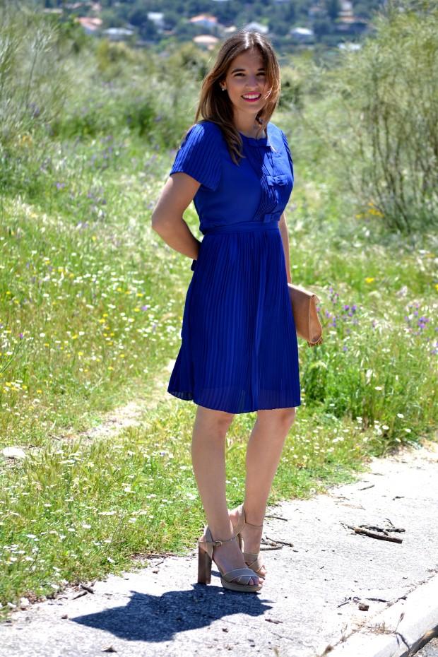 la reina del low cost blog de moda blogger alicante madrid style outfit comunion graduaciones 2013 mar de colors vestido azul klein sandalias parfois bolso mira la marela 4