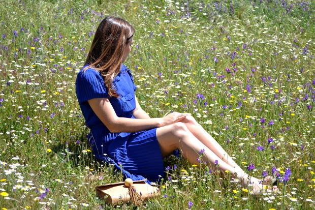la reina del low cost blog de moda blogger alicante madrid style outfit comunion graduaciones 2013 mar de colors vestido azul klein sandalias parfois bolso mira la marela2