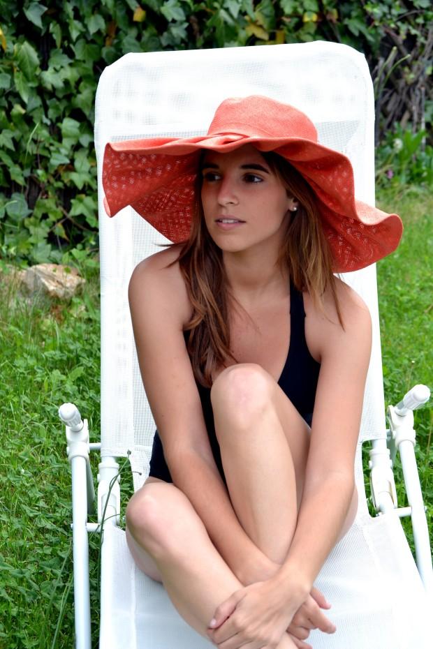 la reina del low cost blog de moda blogger pamela verano bañador primark online look para la playa sombreros para el sol botoncitos.com 3