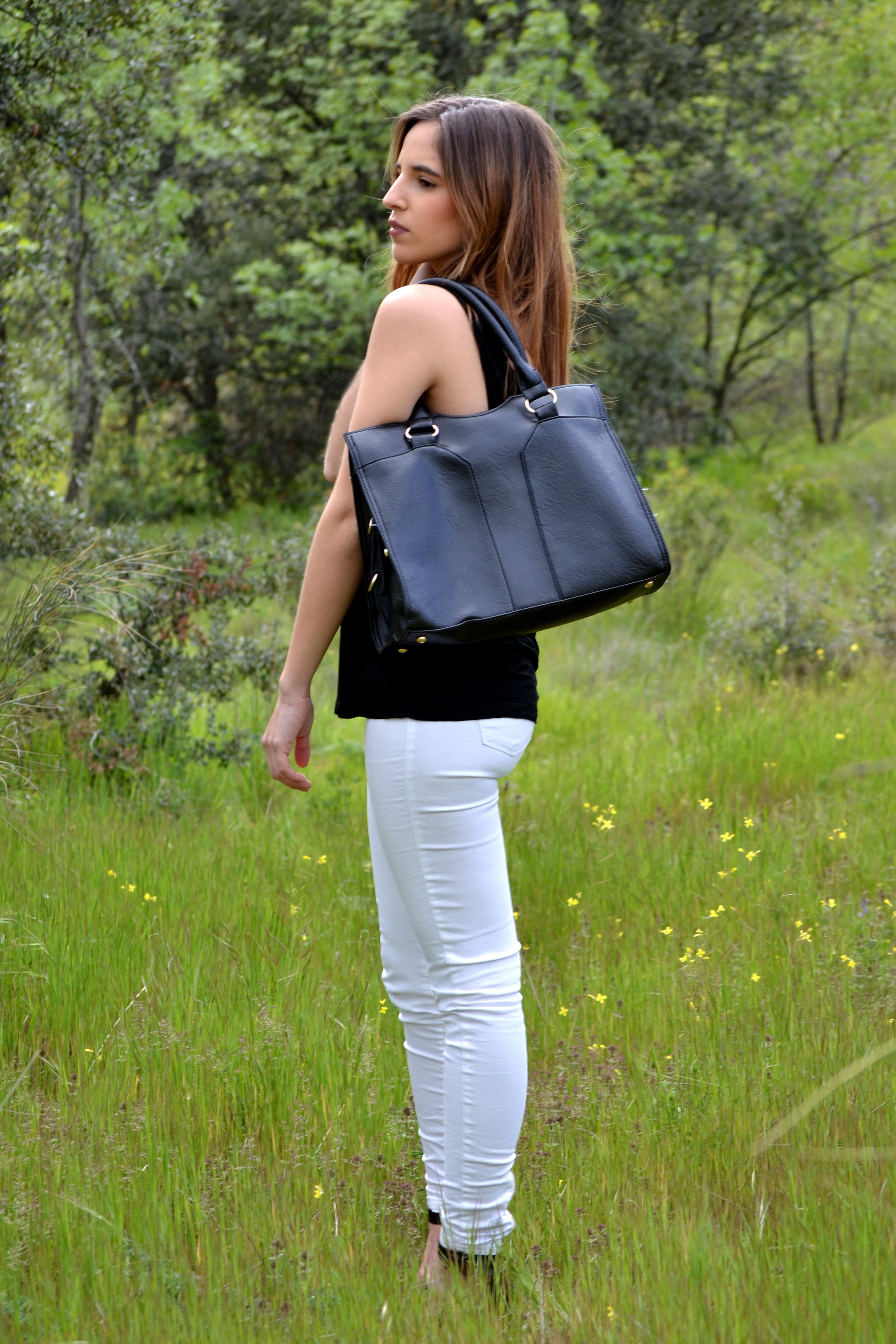 22c6fb1e7694b ... verano! la reina del low cost blog moda barata style outfitt camiseta  basica h m negra pantalones bershka