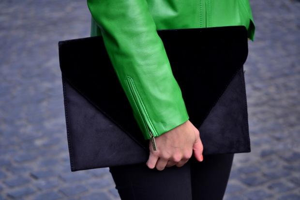 la reina del low cost blog de moda barata blog de moda low cost chaqueta de cuero verde roberto verino pantalon berskha garbo complementos bailarinas verdes bolso botoncitos.com blogger alicante madrid 3