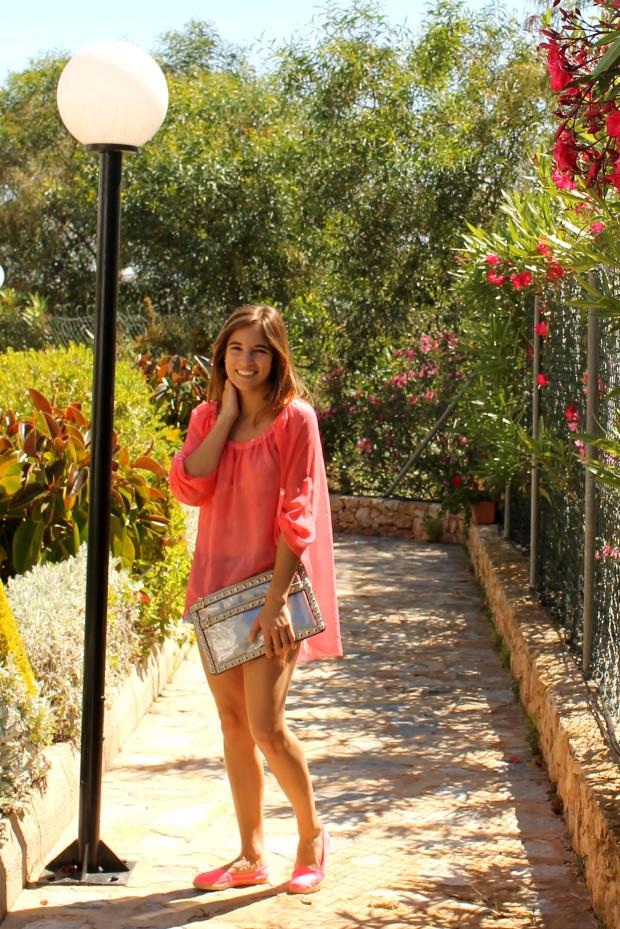 la reina del low cost blog de moda barata ootd outfit look para la playa camisola para la playa botoncitos.com shorts levi's vintage bolso de mano tachuelas espardeñas fluuor H&M 4