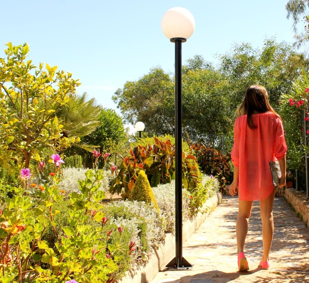 la reina del low cost blog de moda barata ootd outfit look para la playa camisola para la playa botoncitos.com shorts levi's vintage bolso de mano tachuelas espardeñas fluuor H&M 5