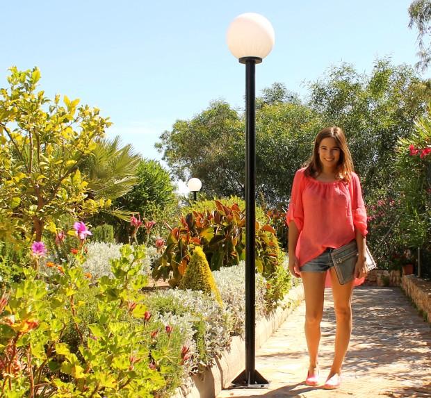 la reina del low cost blog de moda barata ootd outfit look para la playa camisola para la playa botoncitos.com shorts levi's vintage bolso de mano tachuelas espardeñas fluuor H&M 6