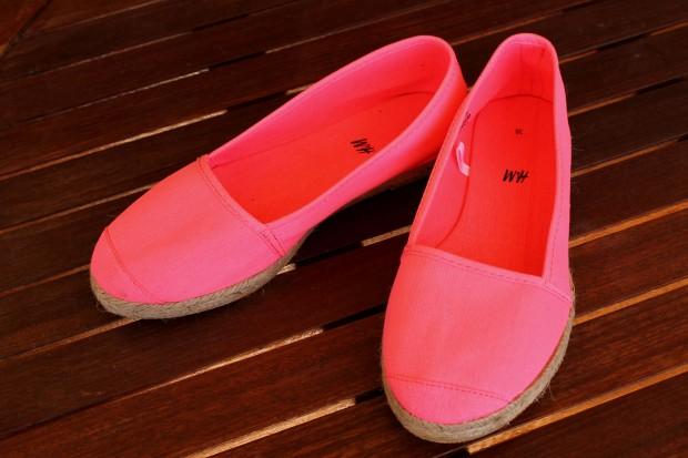 la reina del low cost blog de moda barata ootd outfit look para la playa camisola para la playa botoncitos.com shorts levi's vintage bolso de mano tachuelas espardeñas fluuor H&M 7