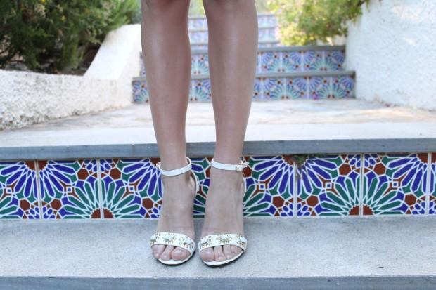 la reina del low cost blog de moda barata ooutfit verano 2013 tendencias vestido aguamarina beloved woman valencia sandalias blancas alicante bolso de mano con tachuelas tendencias verano 2013 2