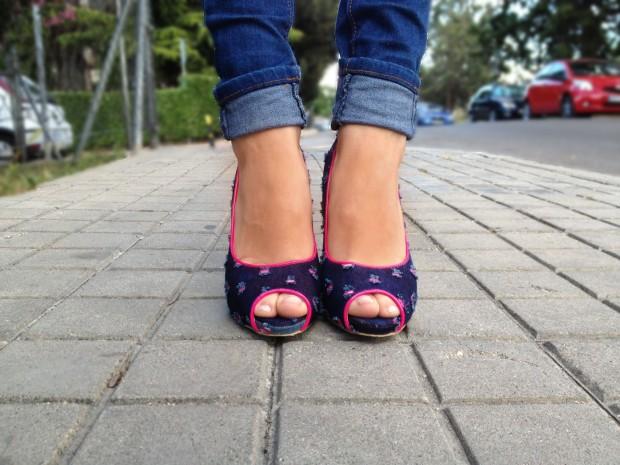 la reina del low cost blog de moda barata rebajas verano 2013 chollos 2013 tacones fluor peep toes rosa navarro comprar zapatos online camiseta primark online vaqueros look basico 4