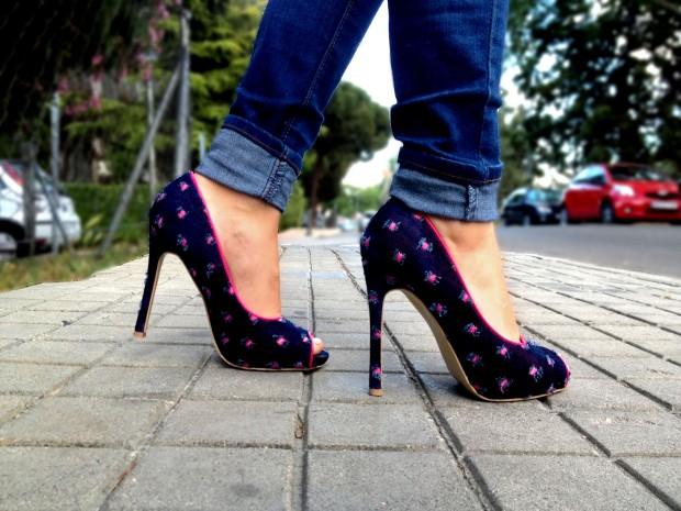 la reina del low cost blog de moda barata rebajas verano 2013 chollos 2013 tacones fluor peep toes rosa navarro comprar zapatos online camiseta primark online vaqueros look basico 5