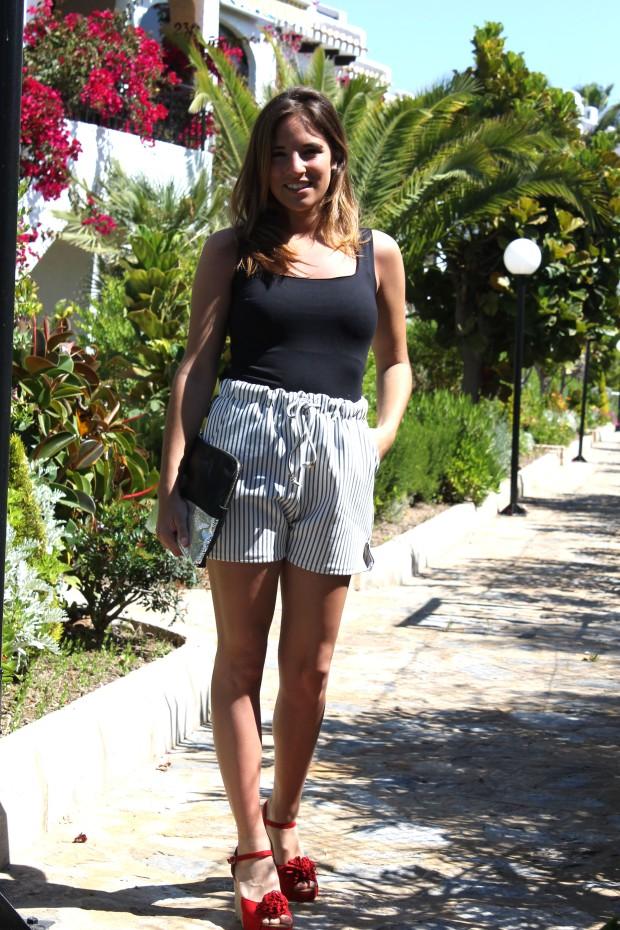 la reina del low cost blog de moda barata total look outfit verano shorts choies camiseta basica zara bolso brillos alicante esparteñas conbuenpie.com opiniones comprar zapatos online 4