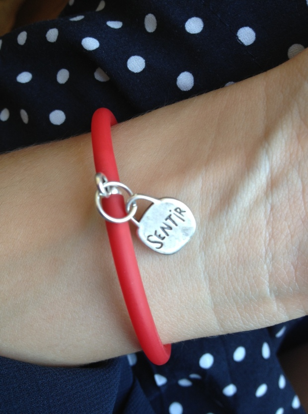la reina del low cost blog de moda low cost blog de moda barata mono zara verano 2013 sandalias blancas verano 2013 bolso mango forma corazon pulseras cincosegundos 10