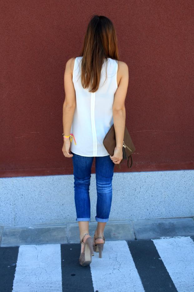 la reina del low cost blog de moda low cost pilar pascual camiseta basica H&M sandalias tacon lourdes moreno collar  garbocomplementos pulsera bladomeras pantalones mango bolso botoncitos.com 6
