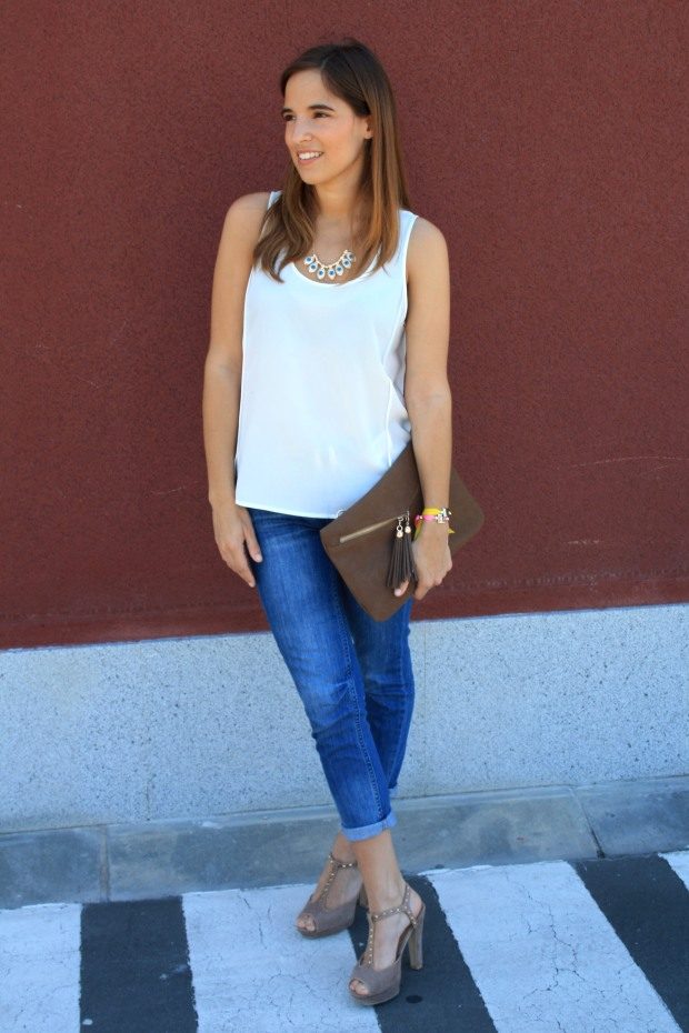 la reina del low cost blog de moda low cost pilar pascual camiseta basica H&M sandalias tacon lourdes moreno collar  garbocomplementos pulsera bladomeras pantalones mango bolso botoncitos.com 7