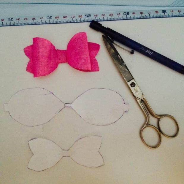 la reina del low cost blog de moda low cost blog de moda barata diy pilar pascual del riquelme patron lazo para regalos hacer lazo para regalo bonito paso a paso diy hacer lazos de papel lazos de tela 5