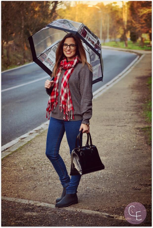 la reina del low cost blog de moda barata street style look para lluvia blogger madrid blogger alicante pilar pascual del riquelme  botoncitos.com tienda de ropa online paraguas transparentes