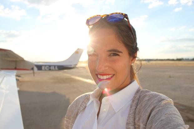 la reina del low cost pilar pascual del riquelme total look para viajar verano 2014 cirrus holanda paris madrid gafas de sol con cristal espejo cerodoscinco  (16)