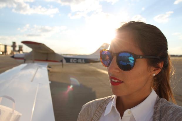 la reina del low cost pilar pascual del riquelme total look para viajar verano 2014 cirrus holanda paris madrid gafas de sol con cristal espejo cerodoscinco  (17)