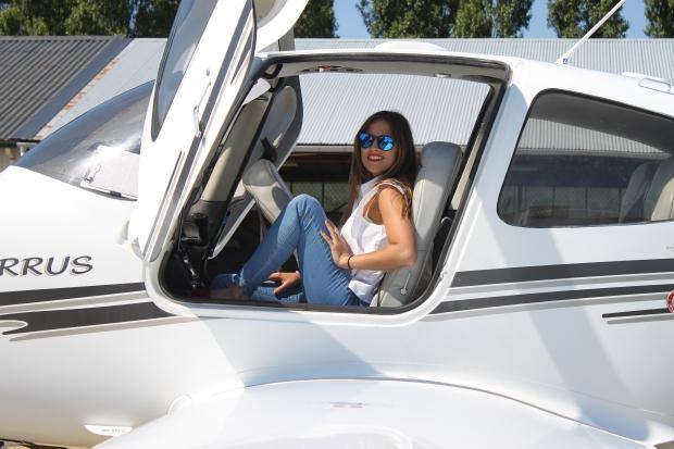 la reina del low cost pilar pascual del riquelme total look para viajar verano 2014 cirrus holanda paris madrid gafas de sol con cristal espejo cerodoscinco  (7)