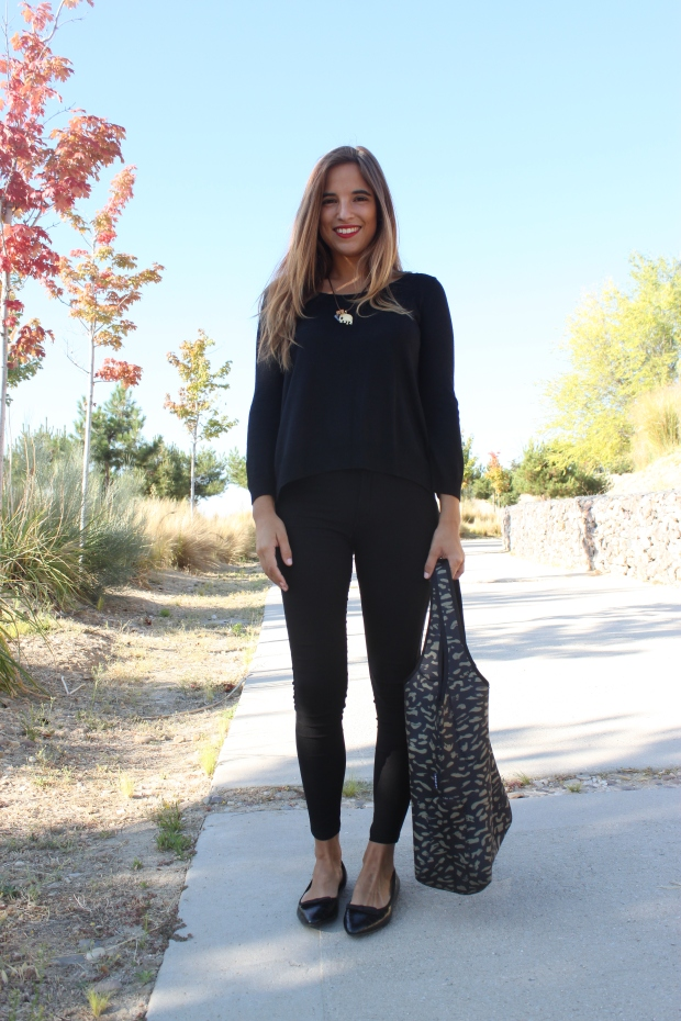 la reina del low cost blog de moda barata pilar pascual del riquelme bolsa reutilizable bolso neopreno oridori diseño marca española total black mulaya zapatos bailarinas negras lazo