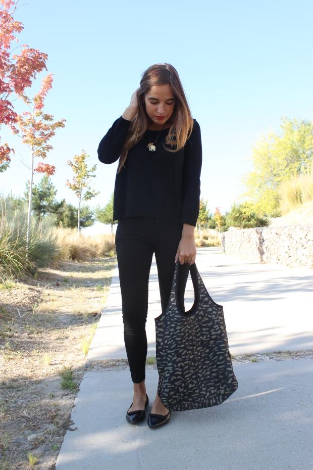 la reina del low cost blog de moda barata pilar pascual del riquelme bolsa reutilizable bolso neopreno oridori diseño marca española total black mulaya zapatos bailarinas negras lazo (2)