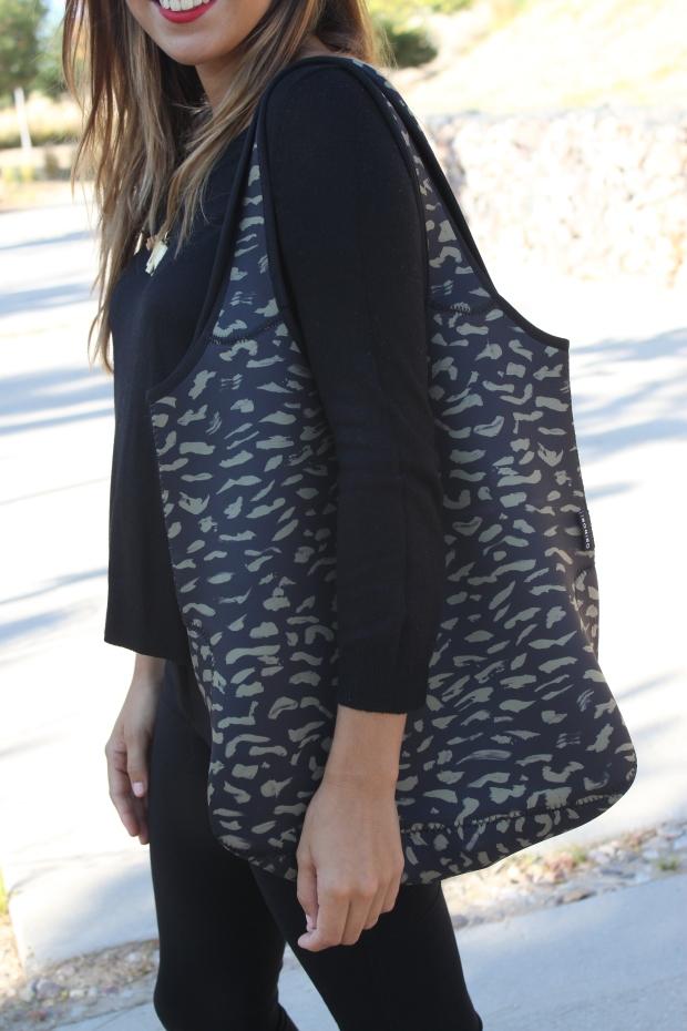 la reina del low cost blog de moda barata pilar pascual del riquelme bolsa reutilizable bolso neopreno oridori diseño marca española total black mulaya zapatos bailarinas negras lazo (3)