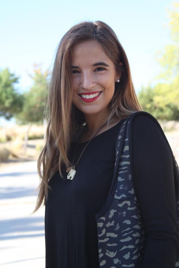 la reina del low cost blog de moda barata pilar pascual del riquelme bolsa reutilizable bolso neopreno oridori diseño marca española total black mulaya zapatos bailarinas negras lazo (6)