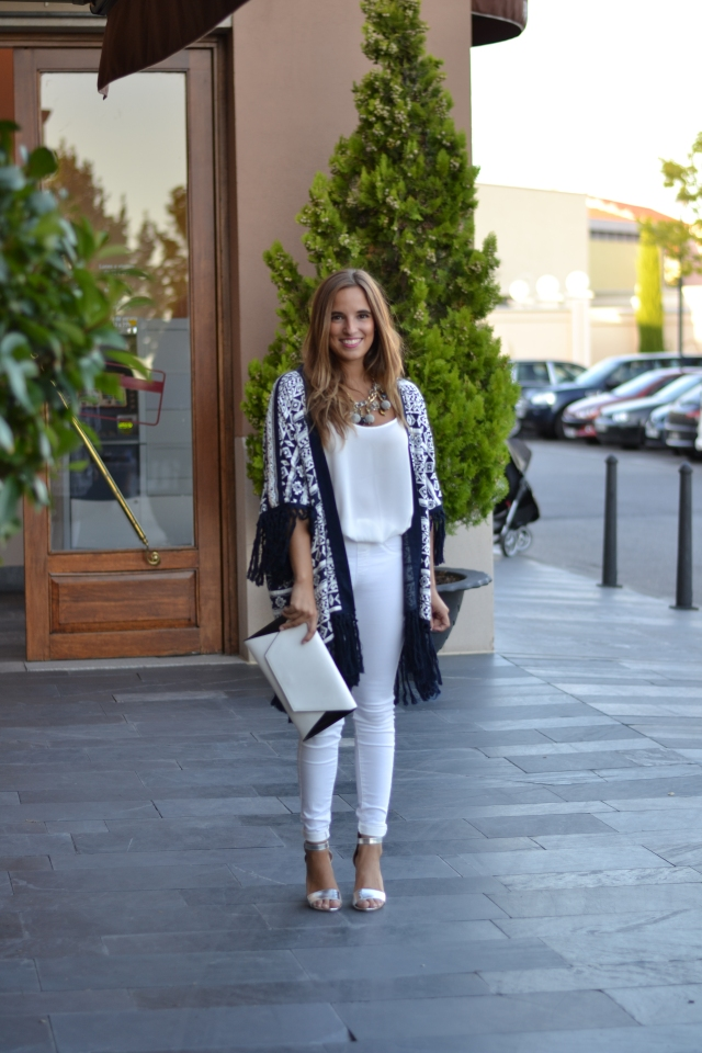 la reina del low cost blog de moda barata pilar pascual del riquelme look fashion week madrid 2014 VFNO pull and bear bershka primark zara by gift blogger madrid total look para una cena pantalones blancos (2)