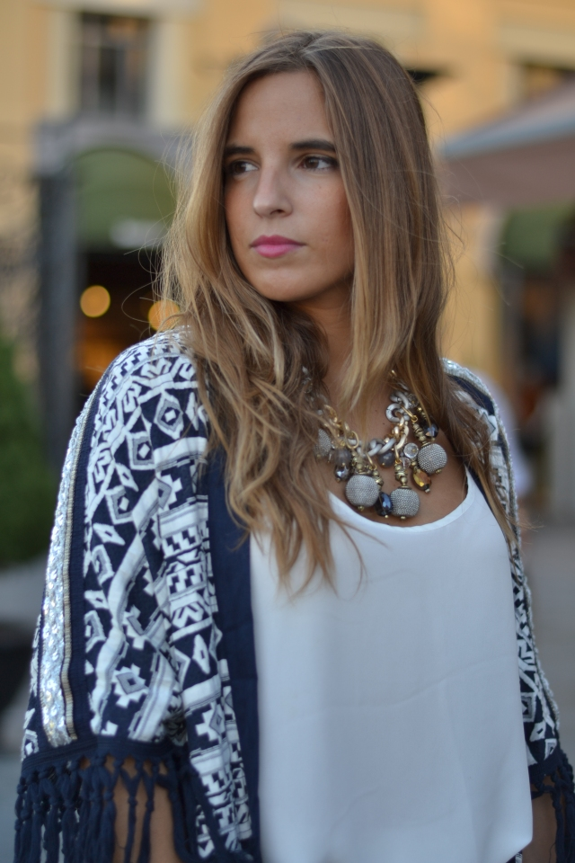 la reina del low cost blog de moda barata pilar pascual del riquelme look fashion week madrid 2014 VFNO pull and bear bershka primark zara by gift blogger madrid total look para una cena pantalones blancos (5)