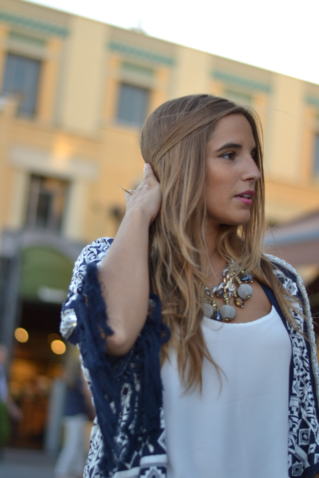 la reina del low cost blog de moda barata pilar pascual del riquelme look fashion week madrid 2014 VFNO pull and bear bershka primark zara by gift blogger madrid total look para una cena pantalones blancos (6)