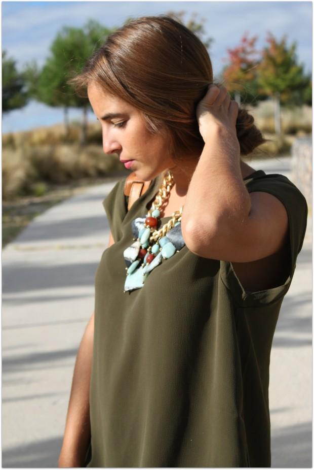la reina del low cost blog de moda barata style outfit total look ootd look para ir a la oficina camiseta basica verde militar mulaya collares grandes lourdes moreno tienda de ropa online facebook massimo6