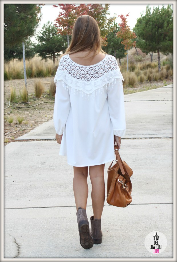 la reina del low cost pilar pascual del riquelme vestido blanco corto chollo moda tienda online ropa barata total look otoño para salir el fin de semana style outfit ootd blogger madrid vestido con botines  (4)
