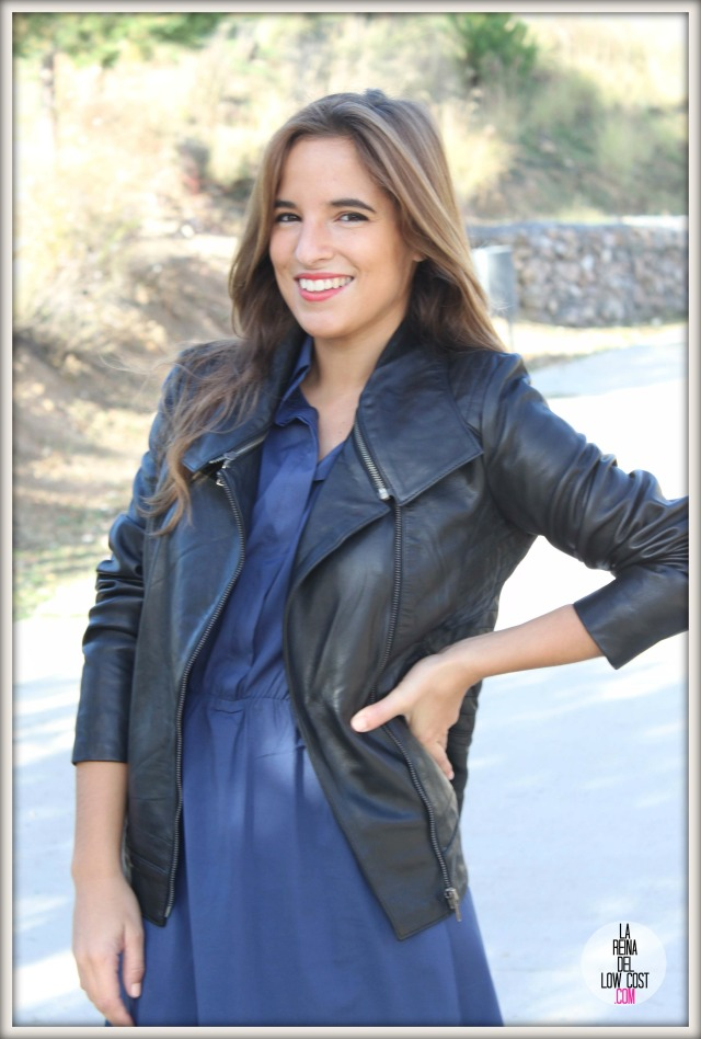 la reina del low cost chaqueta de cuero desigual vestido camisero azul klein dulcevestir tienda ropa online barata blogger madrid blogger alicante style outfit ootd look rockero vestido con botas otoñ (8)