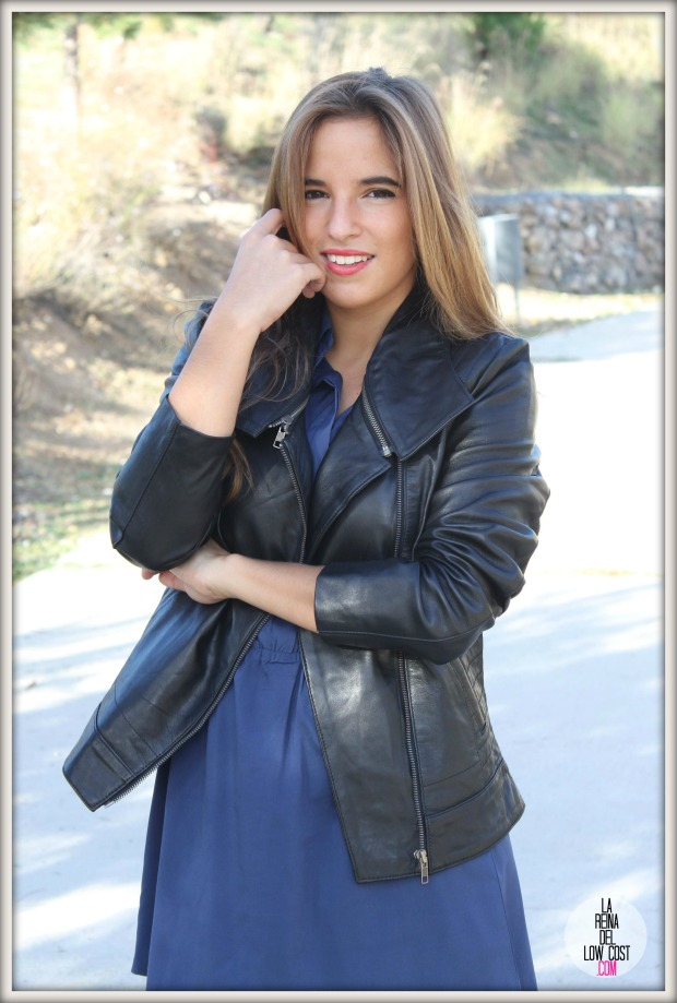 la reina del low cost chaqueta de cuero desigual vestido camisero azul klein dulcevestir tienda ropa online barata blogger madrid blogger alicante style outfit ootd look rockero vestido con botas otoñ (10)