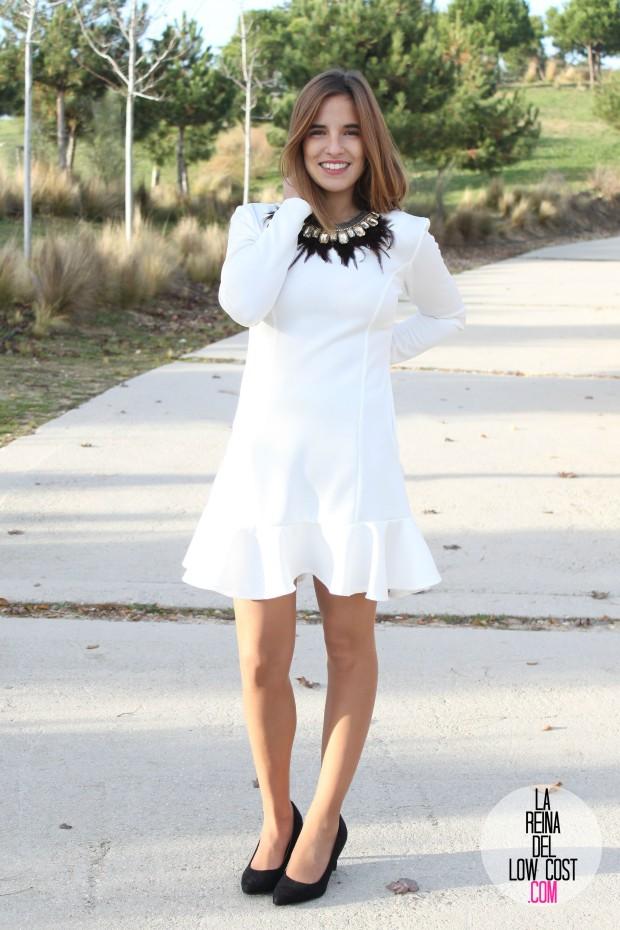 La Reina del Low Cost blog de moda barata vestido blanco volante paula echevarria collar plumas mulaya stilettos negros basicos look para cena de empresa (6)