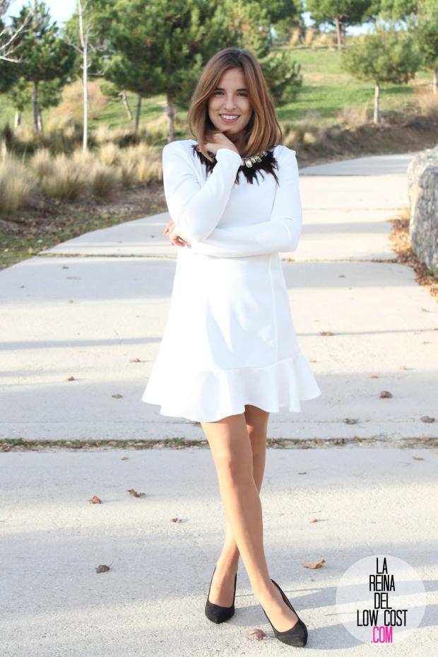 La Reina del Low Cost blog de moda barata vestido blanco volante paula echevarria collar plumas mulaya stilettos negros basicos look para cena de empresa (7)