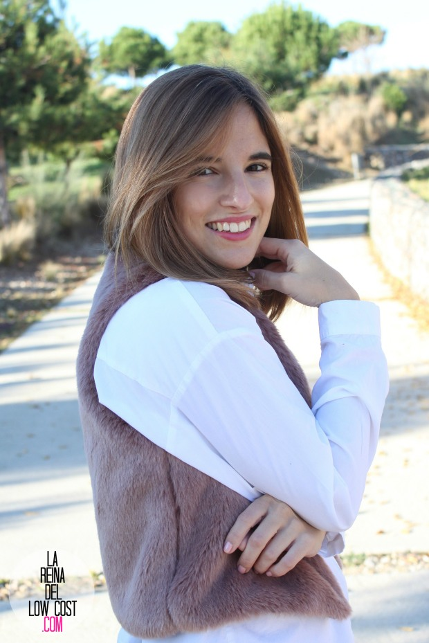 the amity company la reina del low cost pilar pascual del riquelme chaleco rosa pink vest look para ir a la oficina pantalones encerados zara camisa blanca pull and bear blog de moda fas (4)