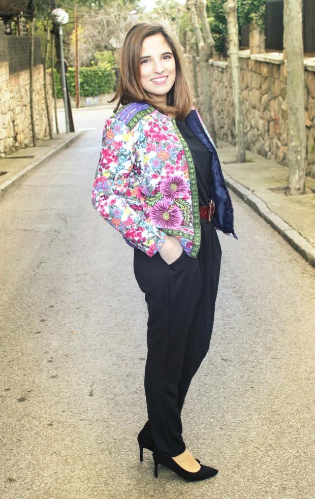 La Reina del Low Cost llevar mono a la oficina botoncitos.com mono barato comprar mono negro chaqueta de flores aliexpress style outfit ootd total look (1)