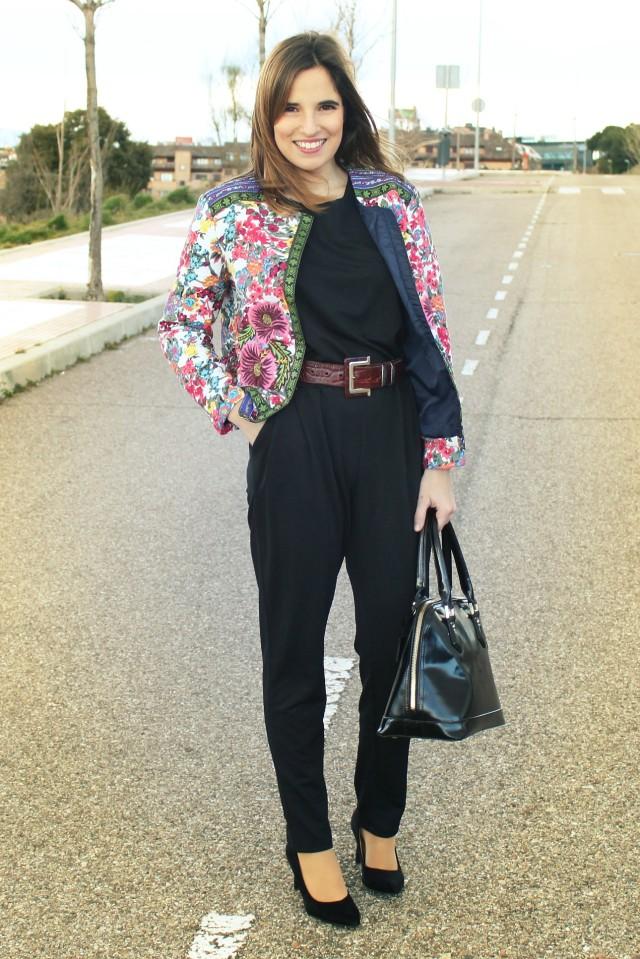 La Reina del Low Cost llevar mono a la oficina botoncitos.com mono barato comprar mono negro chaqueta de flores aliexpress style outfit ootd total look (2)