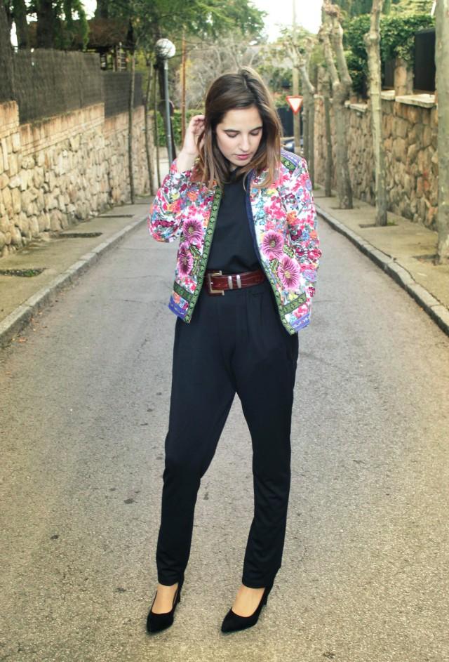 La Reina del Low Cost llevar mono a la oficina botoncitos.com mono barato comprar mono negro chaqueta de flores aliexpress style outfit ootd total look (5)