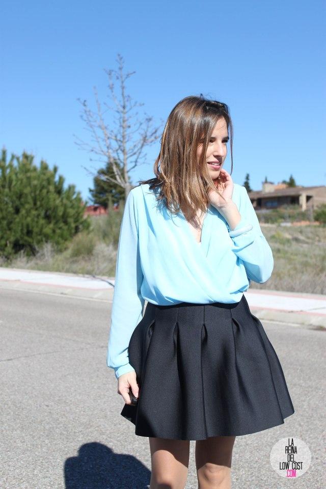 La Reina del Low Cost blog de moda real elvestidordelamoda look oficina afterwork body gasa falda negra vuelo pliegues primavera verano 2015 blogger madrid outfit total look para ir a trabajar