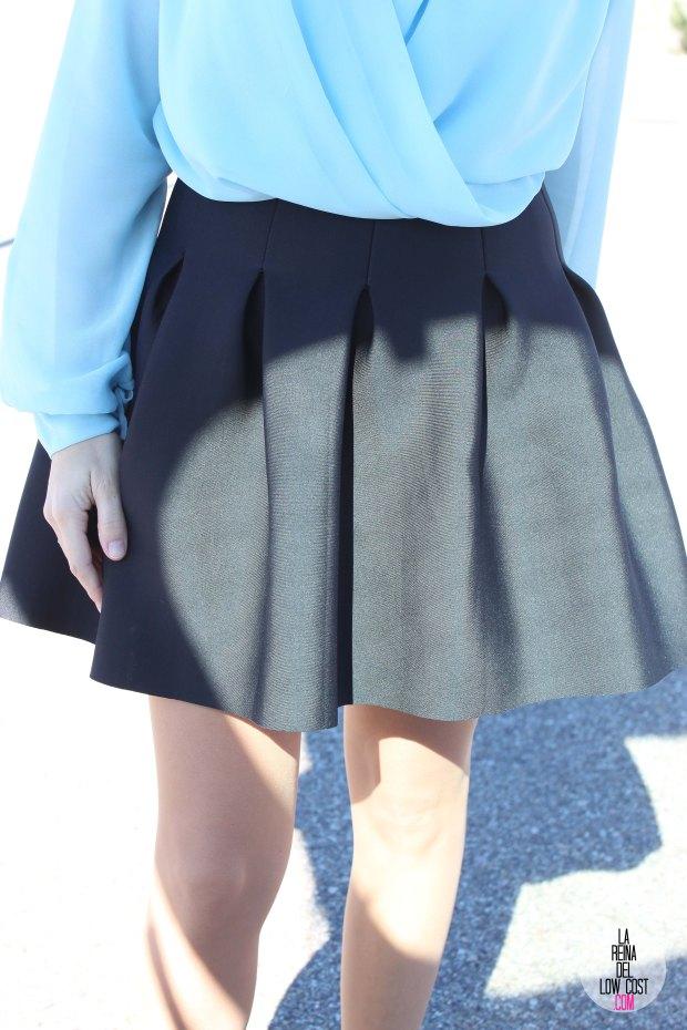 La Reina del Low Cost blog de moda real elvestidordelamoda look oficina afterwork body gasa falda negra vuelo pliegues primavera verano 2015 blogger madrid outfit total look para ir a trabajar (2)