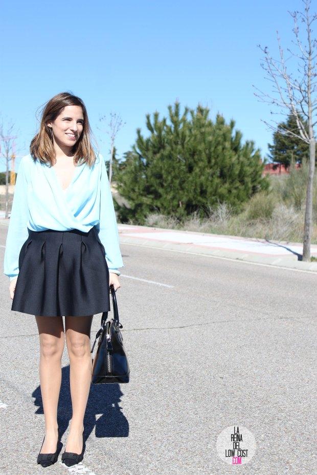 La Reina del Low Cost blog de moda real elvestidordelamoda look oficina afterwork body gasa falda negra vuelo pliegues primavera verano 2015 blogger madrid outfit total look para ir a trabajar (3)