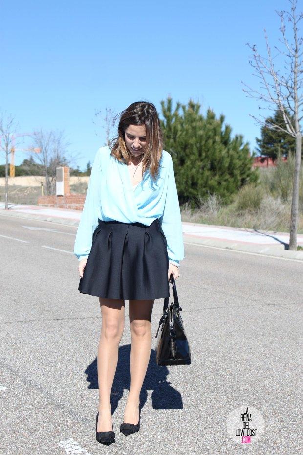 La Reina del Low Cost blog de moda real elvestidordelamoda look oficina afterwork body gasa falda negra vuelo pliegues primavera verano 2015 blogger madrid outfit total look para ir a trabajar (4)