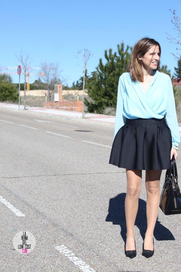 La Reina del Low Cost blog de moda real elvestidordelamoda look oficina afterwork body gasa falda negra vuelo pliegues primavera verano 2015 blogger madrid outfit total look para ir a trabajar (5)