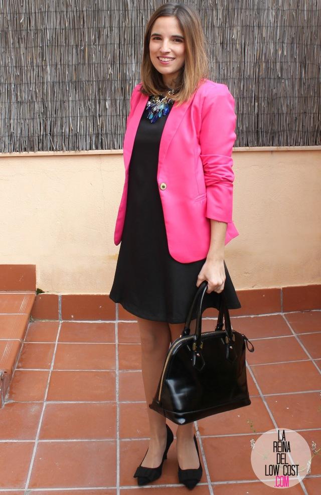 La Reina del Low Cost look afterwork blazer rosa fucsia vestido negro mangas volante dulcevestir chollomoda zapatos marypaz bolso botoncitos look entrevista de trabajo working girl (8)
