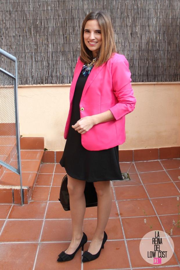 La Reina del Low Cost look afterwork blazer rosa fucsia vestido negro mangas volante dulcevestir chollomoda zapatos marypaz bolso botoncitos look entrevista de trabajo working girl